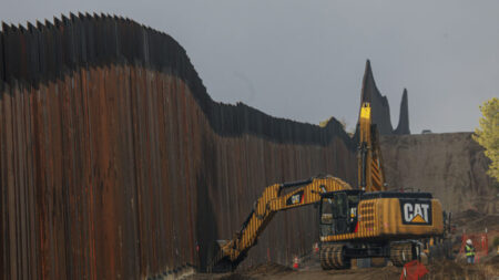 Senado rechaza intento del GOP para agregar muro fronterizo al acuerdo de infraestructura