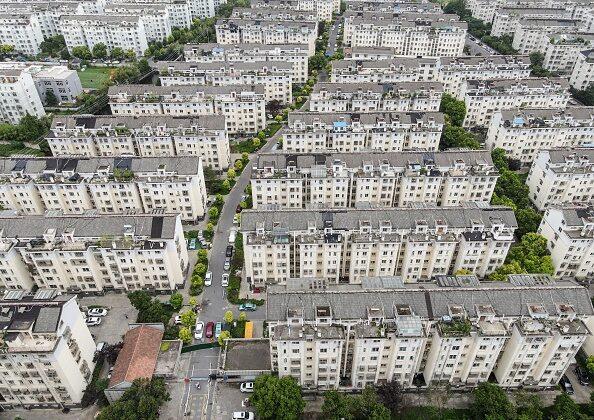 Esta foto aérea tomada el 3 de agosto de 2021 muestra una zona residencial en confinamiento debido al brote del coronavirus Covid-19 en Yangzhou, en una provincia al oriente de china. (STR/AFP vía Getty Images)