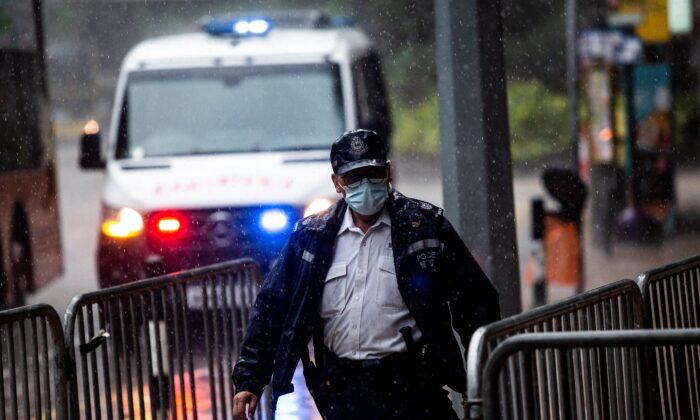 La Policía de Hong Kong registra la oficina de un partido político opositor