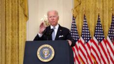 Aumenta la presión sobre Biden desde ambos partidos políticos tras la crisis en Afganistán