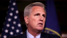 McCarthy pide que Guardia Nacional ayude a hacer frente a ola de inmigrantes ilegales en Del Río