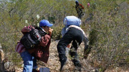 40% de inmigrantes ilegales liberados en ciudad de Texas dieron positivo para COVID-19: funcionarios