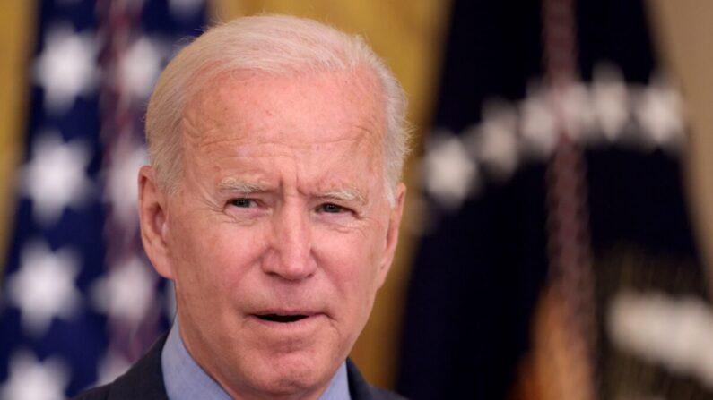 El presidente Joe Biden habla durante un evento en el Salón Este de la Casa Blanca en Washington el 3 de agosto de 2021 (Win McNamee / Getty Images).