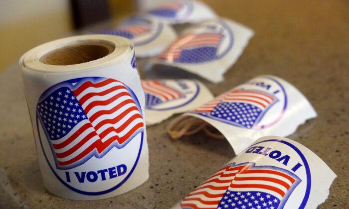 Funcionarios electorales de Wisconsin eliminan más de 205,000 nombres de las listas de votantes