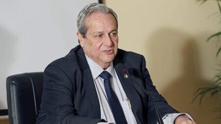 DeSantis condecora al cubano exiliado Félix Rodríguez con la Medalla de la Libertad del Gobernador