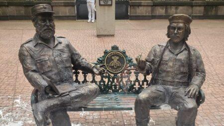 """""""Representan represión"""": Buscan remover estatuas de Fidel Castro y del """"Che"""" Guevara en México"""