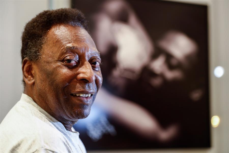 Pelé vuelve a la unidad de cuidados intensivos tras extracción de tumor