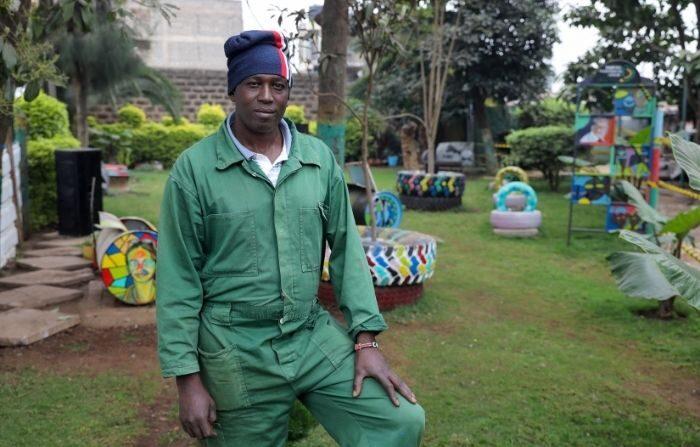 Charles Gachanga director general de la liga de transformación de Dandora, posa para una foto en un jardín comunitario, en el suburbio de Dandora en Nairobi, Kenia, 6 de agosto de 2021. (Baz Ratner/REUTERS)