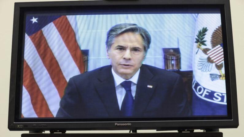 El secretario de Estado Antony Blinken testifica virtualmente en un Comité de Asuntos Exteriores de la Cámara de Representantes en el Capitolio en Washington el 13 de septiembre de 2021. (Anna Moneymaker/Getty Images)