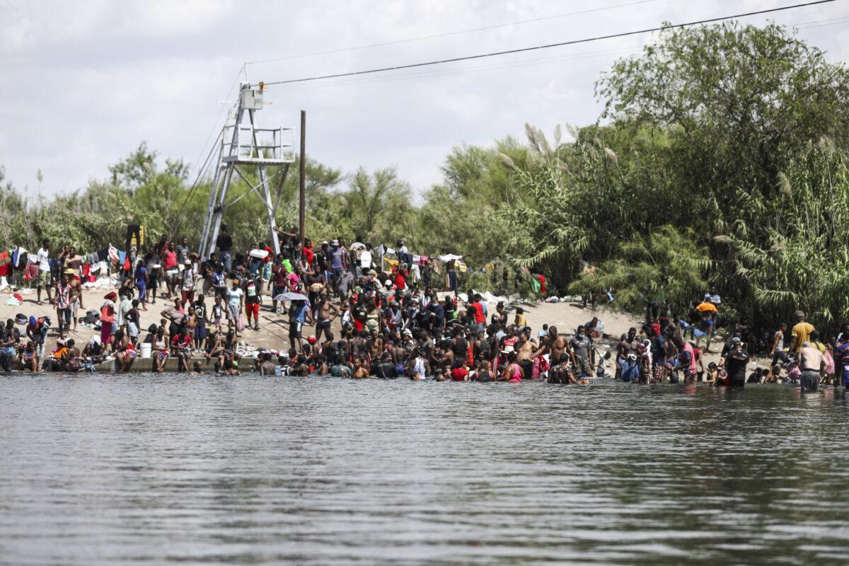 Más de 20 gobernadores republicanos piden reunión con Biden para solucionar crisis en frontera sur