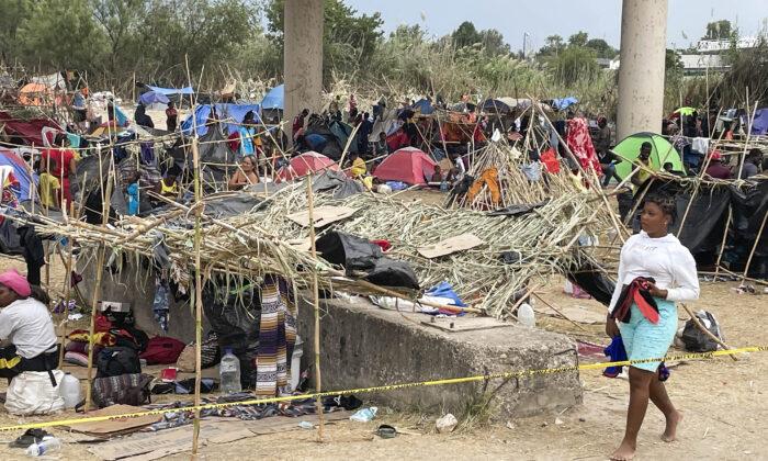 Mayorkas: 12,000 inmigrantes ilegales haitianos han sido liberados en EEUU en los últimos días