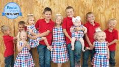 """Pareja con 11 hijos educa a todos los niños en su minigranja y los considera un """"regalo de Dios"""""""