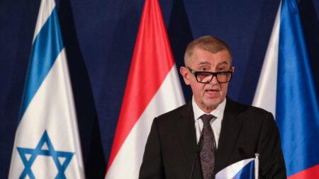 """""""Realmente no hay lugar"""" para refugiados afganos en Europa, dice primer ministro checo"""