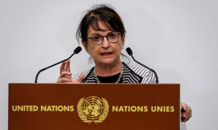 La Representante Especial del Secretario General de la ONU para Afganistán, Deborah Lyons, hace una declaración durante la conferencia de donantes de Afganistán 2020, organizada por las Naciones Unidas en Ginebra, el 24 de noviembre de 2020. (Fabrice Coffrini/AFP vía Getty Images)