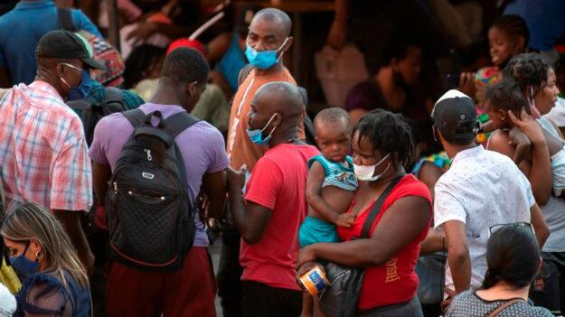 Reporte estima que hay 230,000 migrantes que buscan protección en México