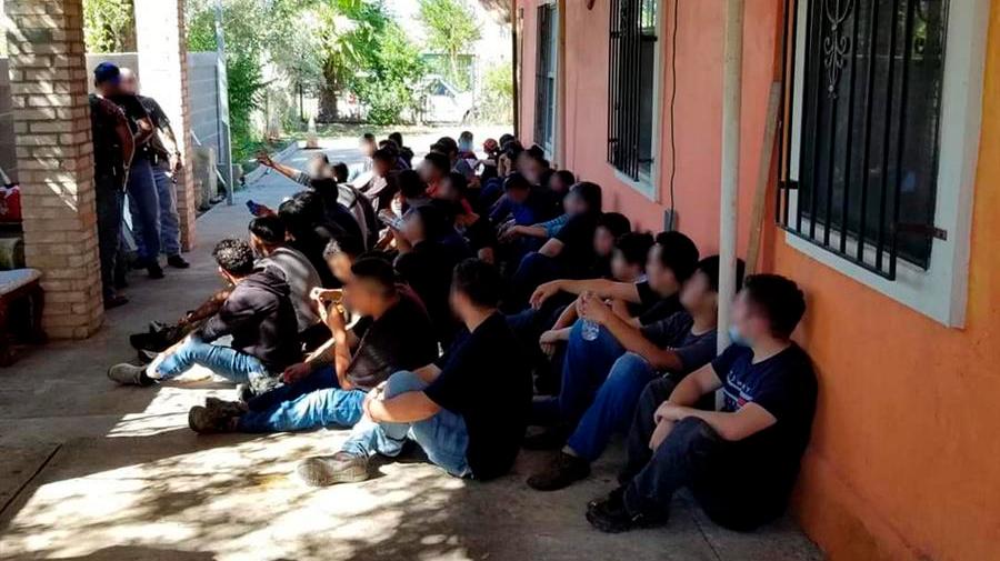 Patrulla Fronteriza detiene a casi 100 ilegales en casas de seguridad