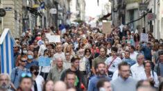 Decenas de miles de personas se unen a la protesta contra las medidas de COVID-19 en Francia