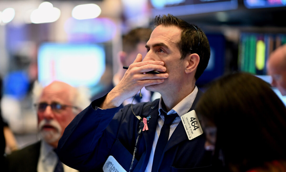 Wall Street abre en rojo, temores sobre recuperación y problemas en inmobiliaria china sacuden mercados