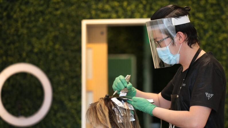 Una peluquería en Fort Lauderdale, Florida, el 18 de mayo de 2020. (Joe Raedle/Getty Images)