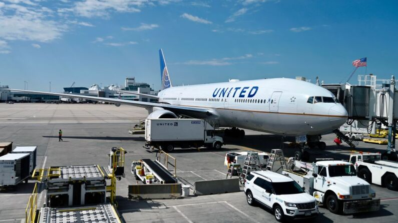 """CEO de United Airlines está """"preparado"""" para orden de vacunación a pasajeros si Biden lo pide"""