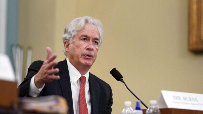 El director de la CIA, William Burns, testifica durante una audiencia del Comité de Inteligencia de la Cámara de Representantes sobre las amenazas mundiales, en el Capitolio en Washington el 15 de abril de 2021. (Al Drago/POOL/AFP vía Getty Images)