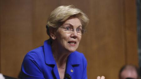 Elizabeth Warren insta a la Reserva Federal a dividir Wells Fargo