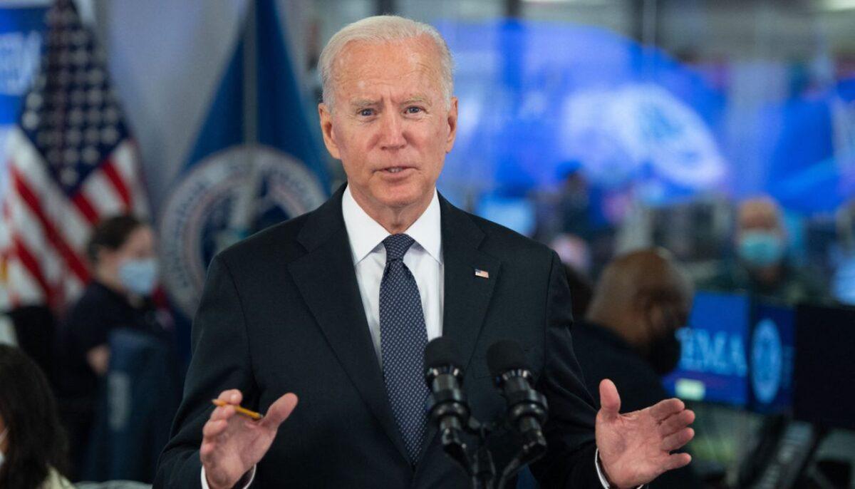 Juez federal impide que Biden use la política de COVID-19 para expulsar a inmigrantes ilegales