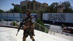 Toma de poder de talibanes en Afganistán alienta a extremistas: Jefe de inteligencia británica