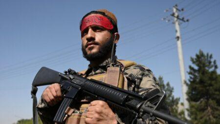 Ministerio del Exterior afgano responde al gabinete talibán mientras 2 gobiernos reclaman el poder