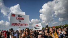 Miles de personas protestan en Turquía contra los pasaportes de vacunación de COVID-19
