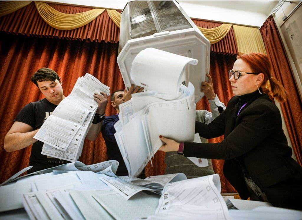 Partido de Putin gana elecciones en Rusia, pero pierde algo de terreno
