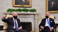 """Reporteros de la Casa Blanca lanzan """"queja formal"""" contra Biden tras ser retirados del despacho Oval"""