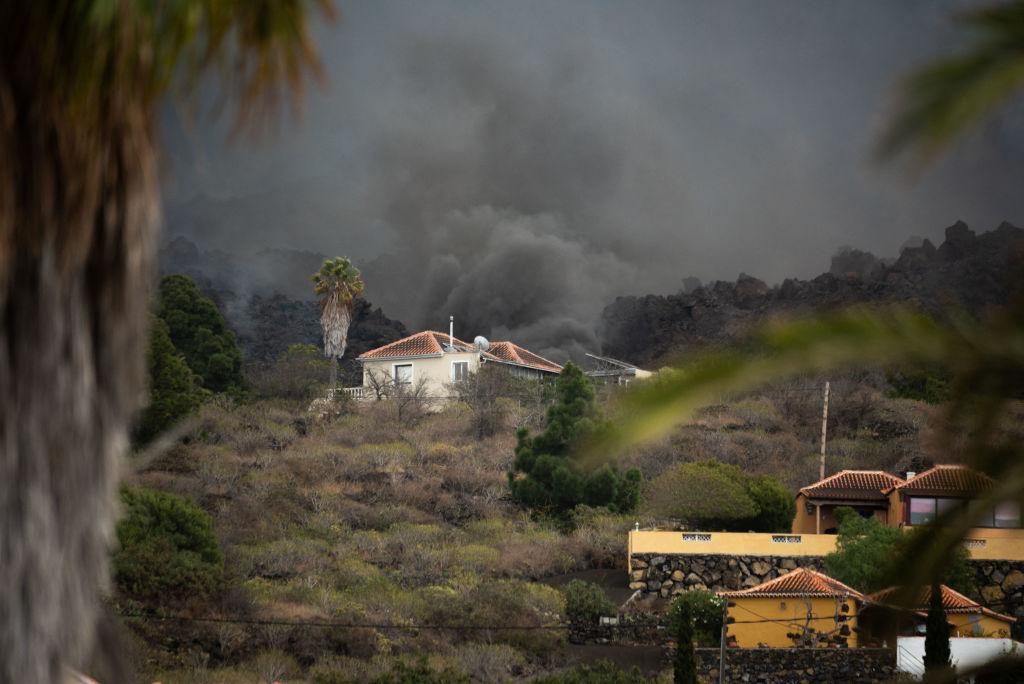 Nueva boca y una mayor explosividad obligan a más evacuaciones en La Palma