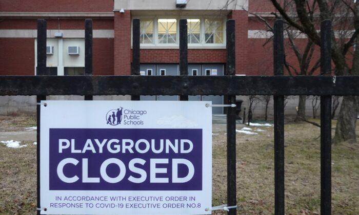 COVID-19 agrava escasez de maestros en escuelas públicas de EE. UU. obligando la enseñanza a distancia