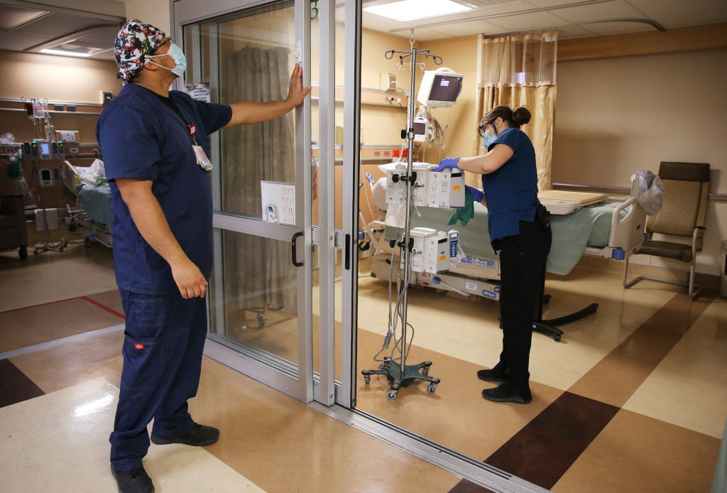 Encuesta: Americanos sobreestiman ampliamente la tasa de hospitalización por COVID-19