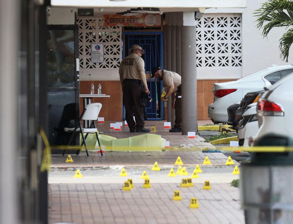 Detienen a un hombre por un tiroteo a la salida de un concierto en Miami-Dade