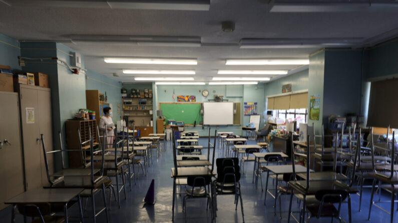 Un salón de clases en la escuela Yung Wing School PS 124 en la ciudad de Nueva York el 2 de septiembre de 2021. (Michael Loccisano/Getty Images)