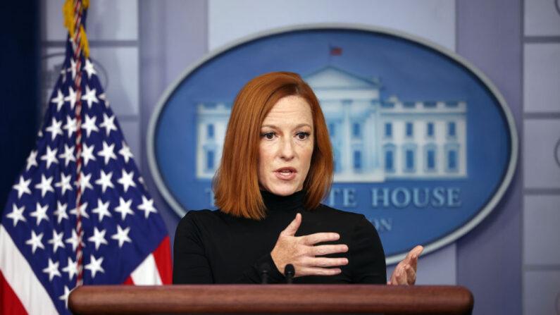 La secretaria de prensa de la Casa Blanca, Jen Psaki, habla durante una rueda de prensa en la Casa Blanca el 10 de septiembre de 2021 en Washington, DC. (Kevin Dietsch/Getty Images)
