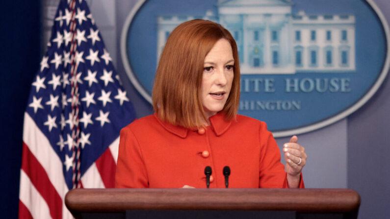 La secretaria de prensa de la Casa Blanca, Jen Psaki, responde a preguntas en la sala de prensa de la Casa Blanca en Washington, el 15 de septiembre de 2021. (Win McNamee/Getty Images)