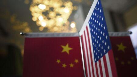 """Pentágono y oficiales militares chinos sostienen diálogos """"francos"""" tras semanas del pacto AUKUS"""