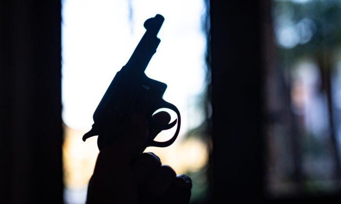 Corte Federal desestima fallo de derechos de armas a menores de 21 años en venta de pistolas