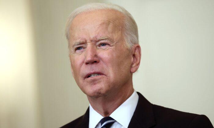 El presidente de Estados Unidos, Joe Biden, habla sobre la lucha contra la pandemia de coronavirus en el Comedor de Estado de la Casa Blanca el 9 de septiembre de 2021. (Kevin Dietsch/Getty Images)