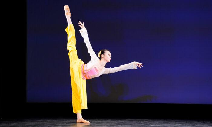 52 bailarines participaron en las rondas finales del 9º Concurso Internacional de Danza Clásica China de NTD. (Larry Dye/The Epoch Times)