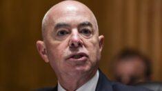 DHS anuncia plan contra el extremismo doméstico, grupos de derechos temen amenazas a libertades civiles