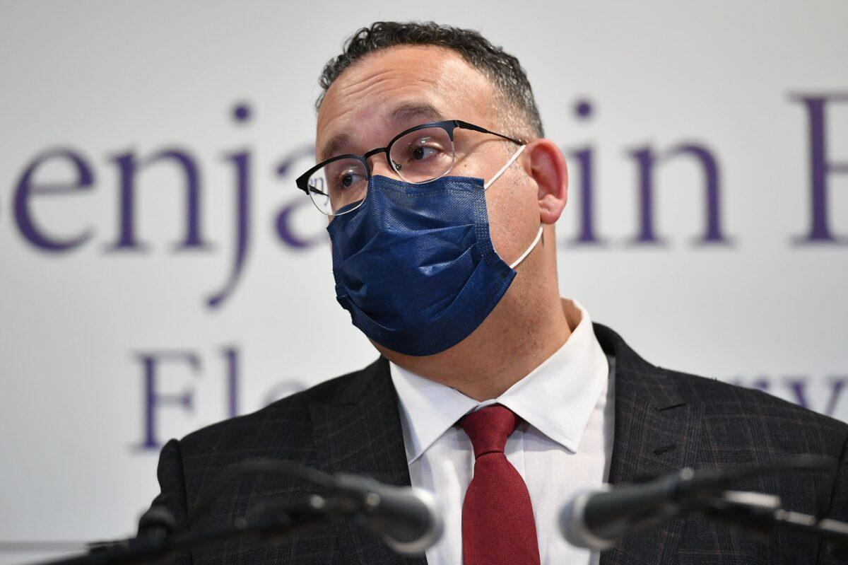 Admin. Biden financia distritos de Florida que desafiaron prohibición del uso obligatorio de mascarilla