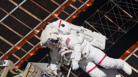 'Esto es malo': Cosmonautas rusos hallan pequeñas grietas en la estación espacial internacional