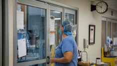 Sistema hospitalario de Carolina del Norte despide a cientos de empleados por mandato de vacunas