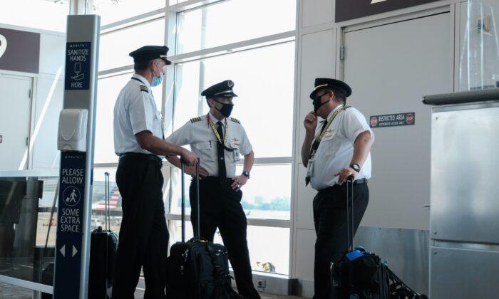Sindicato de pilotos advierte que orden de vacunación podría causar un caos en los vuelos