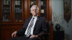 Senador estatal retirado libra una nueva batalla contra el comunismo en EE.UU.