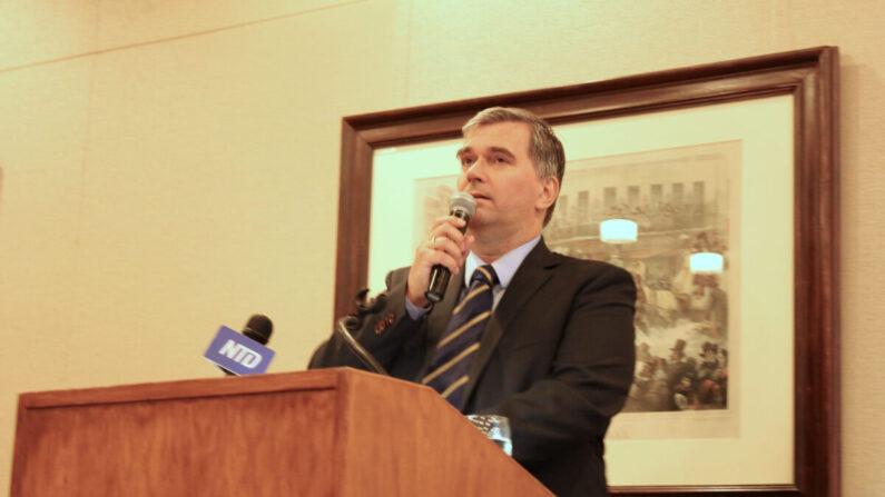 El Dr. Torsten Trey, director de Médicos contra la Sustracción Forzada de Órganos,en un evento sobre la sustracción de órganos en el Harvard Club en el marco de la Asamblea General de la ONU en la ciudad de Nueva York el 25 de septiembre de 2019. (Cathy He/The Epoch Times)